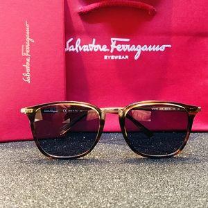 Salvatore Ferragamo Accessories - Salvatore Ferragamo Sunglasses Style SF910S